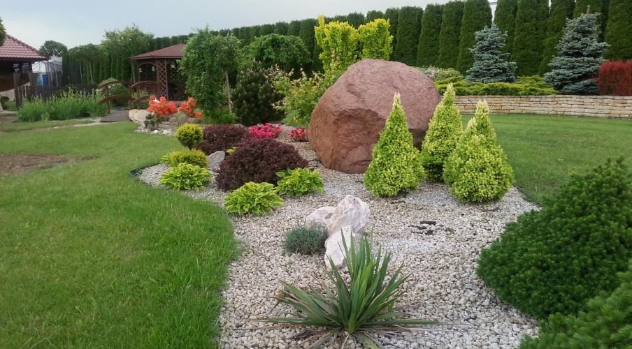 Rabaty w zaprojektowanym ogrodzie